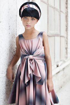 Flower Girl Dress Ivory Bow Dress Girls Wedding por CatteliyaTT