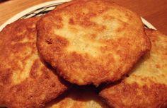 Υλικά: 250γρ αλεύρι για όλες τις χρήσεις 1/3 του φλιτζανιού λάδι 1 πρέζα αλάτι 1 φλιτζάνι φέτα τριμμένη ή άλλο τυρί της αρεσκείας σας 1/2 ποτήρι χλιαρό νερό Εκτέλεση: Σε
