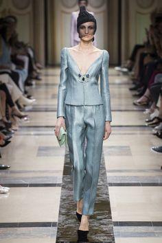 The complete Armani Privé Fall 2017 Couture fashion show now on Vogue Runway. Giorgio Armani, Emporio Armani, Collection Couture, Fashion Show Collection, Armani Prive, Style Couture, Couture Fashion, Vogue Paris, Fashion Week