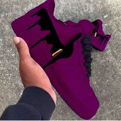 Shoes are so much more than a covering for a foot. Shoes are art and creativity. Shoes are distinction and class. Shoes can be an accessory or a. Cute Sneakers, Sneakers Mode, Sneakers Fashion, Shoes Sneakers, Shoes Men, Jordans Sneakers, Fashion Outfits, Jordan Shoes Girls, Girls Shoes