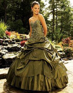 Stunning green wedding dresses ideas 41
