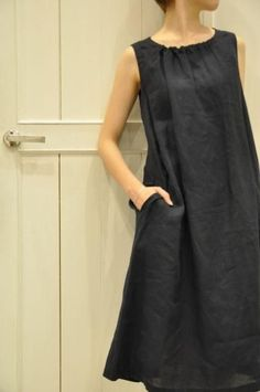 Ok, yes, simple can be very chic, but that require some style. some times it is just plain embarassing. new ivy style linen dress Más Linen Dress Pattern, Dress Patterns, Pattern Sewing, Free Pattern, Pattern Ideas, Linen Tunic, Linen Shirts, Trendy Dresses, Simple Dresses