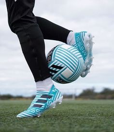 When you participate in soccer training, you will find that you are introduced to many different types of methods of play. One of the most important aspects of your soccer training regime is learning the basics of kicking the soccer b Cool Football Boots, Soccer Boots, Football Shoes, Football Cleats, Messi Football Boots, Soccer Gear, Soccer Equipment, Nike Soccer, Soccer Tips