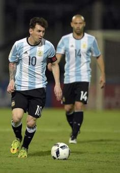 Messi y Mascherano, con la selección argentina. Lionel Messi Barcelona, Fc Barcelona, Fifa, Argentina National Team, Good Soccer Players, Football, Magic, Running, Products