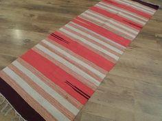 Passadeira Kilim indiana multicolorida em algodão com acabamento manual, dupla face e mede 0,60m x 1,80m. Por R$80,00. Confira aqui em nossa loja virtual