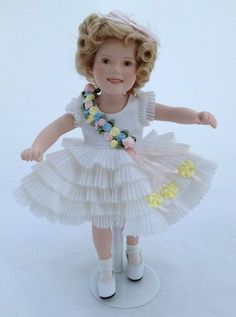 Shirley Temple Movie Classics Baby Takes a Bow Porcelain Doll Danbury Mint