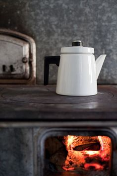 Love this kettle! Such a lovely cosy feel to sit by the fire in autumn Stove Fireplace, Summer Kitchen, Cozy Cottage, Marimekko, Kitchenware, Tableware, Hygge, Country Decor, Home And Living