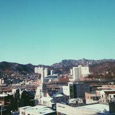 mllangley The view from my new school. #seoul #bukansan #vsco / 서울 종로 홍제 / #골목 #동네 / 2013 12 14 /