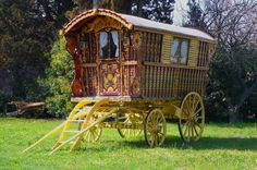 Circa 1902 Original Gypsy Wagon - SOLD Built by William Wright. Owned by the Lees Gypsy Family of Great Britain, and later, the Hearst Family Estate in Seville, Spain. Gypsy Trailer, Gypsy Caravan, Gypsy Wagon, Diy Caravan, Trailers For Sale, Camper Trailers, Camper Van, English Builder, Houses