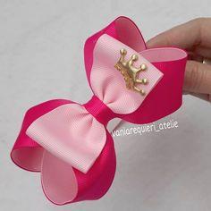 Pink com rosa bebê amoooo!!! Para uma princesa ! #tiaras #tiarasdelaco #maedemeninas #feitocomamor #vaniarequiereatelie Hair Ribbons, Ribbon Hair, Ribbon Bows, Victoria Shoes, Dance Bows, Pink Hair Bows, Hair Bow Tutorial, Hair Decorations, Boutique Hair Bows