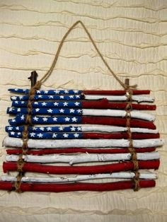 Flag made out of sticks, fun patriotic craft for the kids!