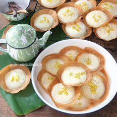 Resep Apem Selong by Indonesian Cookies Recipe, Indonesian Desserts, Asian Desserts, Fun Desserts, Indonesian Food, Snack Recipes, Dessert Recipes, Cooking Recipes, Snacks