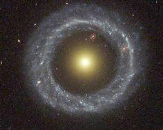 Černá díra? Pokud ano, kam se skrze ní dostaneme?