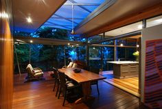 Modern Tree House in Australia Opening Up Towards a Lush Landscape