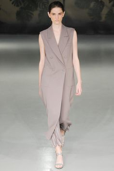 See all the Collection photos from Barbara Casasola Spring/Summer 2015 Ready-To-Wear now on British Vogue Fashion Models, Fashion Show, Fashion Design, Fashion Details, Barbara Casasola, Sleeveless Coat, Fashion Week 2015, Silhouette, Spring Summer 2015