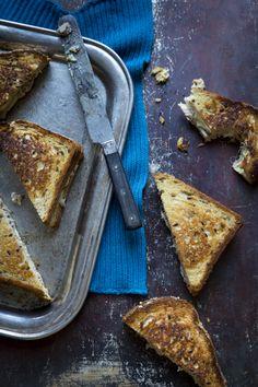 Pulled pork croque monsieur -toasts. https://www.jotainmaukasta.fi/2015/03/14/pulled-pork-croque-monsieur/