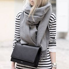 Coats Scarfs And Sweater Winter outfits inspiration streetstyle9