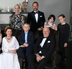 Family photo of the Norwegian Royal family, taken on the occasion of King Harald's 25th throne anniversary: (L-R) Queen Sonja, Prince Sverre Magnus, King Harald, Crown Princess Mette Marit, Crown Prince Haakon, Maud Angelica Behn and Princess Ingrid Alexandra at the Crown Prince couple´s residence at Skaugum