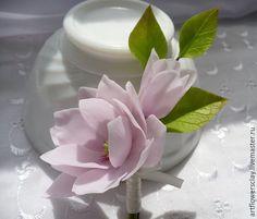 Купить Бутоньерка с цветами магнолии (полимерная глина) - бледно-розовый, магнолия, бутоньерка свадебная, бутоньерка