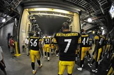 Big Ben and the Pittsburgh Steelers awaiting to make their entrance.
