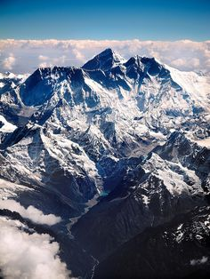 Le mont Everest, dans l'Himalaya 8 848 mètres. L'Everest détient le record… Top Of The World, Wonders Of The World, Voyage Nepal, Oh The Places You'll Go, Places To Visit, Beautiful World, Beautiful Places, Mount Everest, Photos Voyages