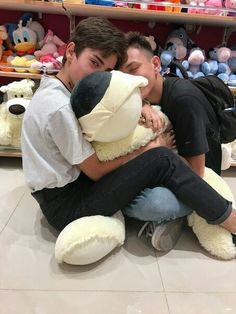 Read BONUS 7 from the story Meme-urile Unei Fujoshi by -psilocybe (Idk) with 900 reads. Tumblr Gay, Lgbt Couples, Cute Gay Couples, Gay Aesthetic, Couple Aesthetic, Photo Couple, Boyxboy, Pose Reference, Cute Guys