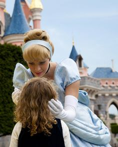 Disneyland Park, Fantasyland - Cinderella & A Little Girl In Front Of Sleeping Beauty Castle, Disneyland Paris