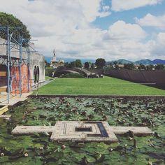 Tomba Brion Carlo Scarpa san Vito Altivole Treviso Italia. Foto Marzo 2016.  #tombabrion #brionvega #carloscarpa #architecture #architettura #architecturephotography #lovesdomus #archdaily #archilovers  #concrete #altivole #treviso #igveneto #bw #design #brutalism #cemetery #graveyard #ig_treviso #ig_italy  #masterpiece by okam_studio