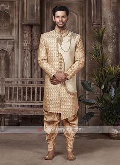 Sherwani For Men Wedding, Wedding Dresses Men Indian, Groom Wedding Dress, Mens Sherwani, Wedding Men, Indian Groom Wear, Indian Attire, Suit Fashion, Mens Fashion