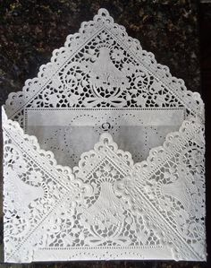 Origami Wedding Dress Card – What about this? Paper Doily Crafts, Doilies Crafts, Paper Doilies, Diy Crafts, Fabric Envelope, Diy Envelope, Origami Dress, Fabric Origami, Origami Vestidos