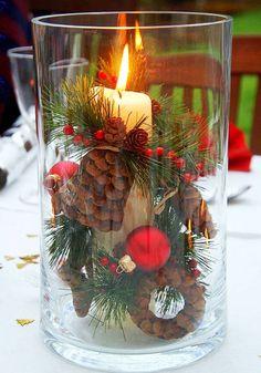 Confira as ideias que selecionamos para você se inspirar e decorar a sua mesa de Natal com velas. É tudo muito simples e você ainda pode usar o que tem em casa
