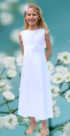 Ein schlichtes Kleid für die Erstkommunion aus München für dich angefertigt von ma-eins. Communion, White Dress, Vivienne, Handmade, Patterns, Dresses, Baby, Fashion, Communion Dresses