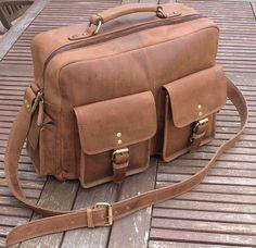 bolsa masculina de pele http://malasdehomem.blogs.sapo.pt/