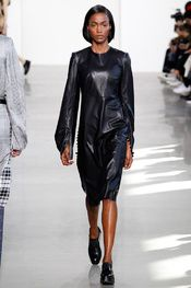 trabajdora Calvin Klein Collection - Pasarela