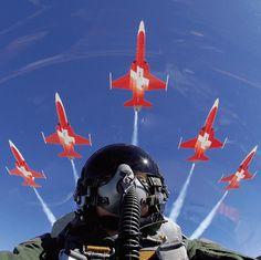 Patrouille de Suisse - http://www.wingsoflegend.net/2008/12/10/patrouille-suisse/ - Autre: http://img11.hostingpics.net/pics/817008FA1820Patrouille20Suisse2020rppresscom.jpg