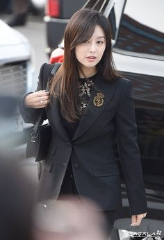 Kim ji won at song song couple wedding Korean Actresses, Korean Actors, Actors & Actresses, Song Hye Kyo, Song Joong Ki, Fight My Way Kdrama, Korean Beauty, Asian Beauty, Korean Celebrities