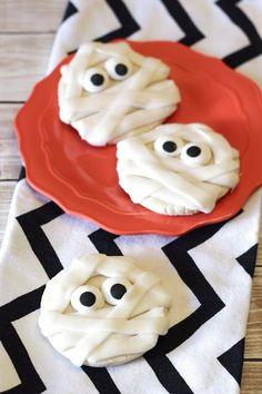 Vegan halloween recipe: mummies with googly eyes.