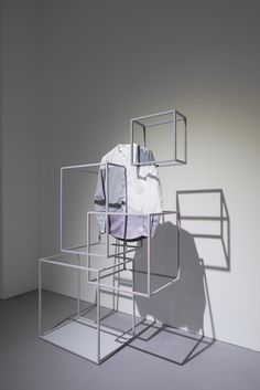 Clothing label COS and Japanese design studio Nendo have created an installation for this year's Salone del Mobile in Milan. The installation, located… Display Design, Store Design, Design Japonais, Vitrine Design, Retail Interior, Retail Space, Japanese Design, Design Furniture, Retail Design