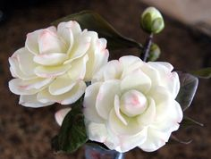Free tutorial to make Camelias in clay - video is in Spanish