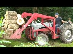 Even with a pretty heavy ballast box on the back, this was simply not possible even with two hands, let alone one hand with all that wood on the front loader. 8n Ford Tractor, Tractor Loader, Tractor Attachments, Classic Tractor, Old Farm Equipment, Vintage Tractors, Kit, Old Antiques, Farms