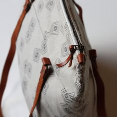 gray cascade large zippered tote