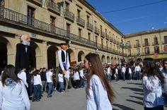 cosasdeantonio: Ferias de Tafalla - Gigantes de Asier Marco y Giga... Street View, Country Dance