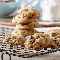 The best chocolate chip cookies - DIY Christmas Cookies Granola Cookies, Desserts With Biscuits, Best Chocolate Chip Cookie, Chocolate Cookies, Biscuit Cookies, Everyday Food, Desert Recipes, Cookie Recipes, Delicious Desserts