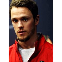 I can't wait for playoff to start!!! JONNY gonna have the best beard #JonathanToews #mcm #tazer #captainserious #jonny #toews #nhl #hockey #blackhawks #chicagoblackhawks #hawks #nhl #hockey #red  #Onegoal #nhlhockey #nhlblackhawks #hawksnation #showtime