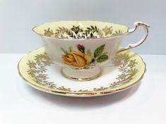 Fantastic Totally Free Yellow Roses box Suggestions Yellow roses appear in several various versions along with forms. The single most common is definite Tea Cup Image, Antique Tea Cups, Vintage Teacups, China Tea Cups, Royal Albert, Yellow Roses, China Porcelain, Bone China, Cup And Saucer
