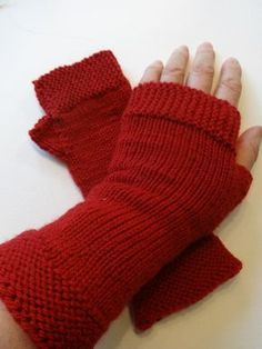 mitaines rouges faciles pour débutantes, avec tuto Learn To Crochet, Knit Crochet, Gauntlet Gloves, Yarn Inspiration, Fingerless Mitts, Knitted Gloves, Arm Warmers, Hand Embroidery, Sewing Projects