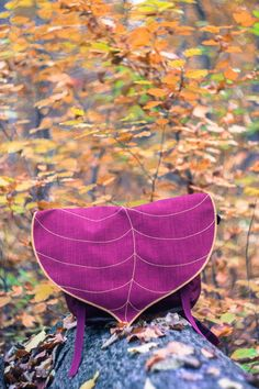 Do you ever find yourself carrying around more than you need for the day? If yes here is the solution! The small leaf messenger is the perfect size