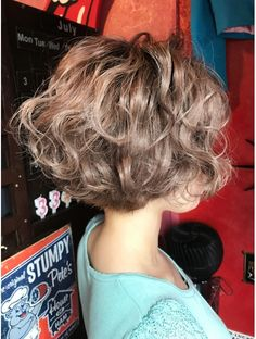 Do you like your wavy hair and do not change it for anything? But it's not always easy to put your curls in value … Need some hairstyle ideas to magnify your wavy hair? Layered Curly Hair, Short Curly Hair, Wavy Hair, Short Hair Cuts, Simply Hairstyles, Bob Hairstyles, Haircuts For Curly Hair, Girl Haircuts, Medium Hair Styles