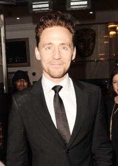 Tom Hiddleston leaving the BAFTA Academy, Piccadilly on February 5, 2015 in London, England [HQ]