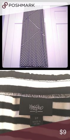 """Mossimo Striped Maxi Skirt, Small This black & white striped Maxi skirt is so incredibly soft and flattering--I tried and tried to make it work but I'm just too short to pull it off! 😢 95% rayon and 5% spandex, it's stretchy and really comfortable. It's extremely cute in summer with a tank and bright colored sandals--for fall, adorable with a chambray top and black booties! So many ways to style it. ❤️ Length is 42"""" and it's in excellent like-new condition. Mossimo Supply Co Skirts Maxi"""
